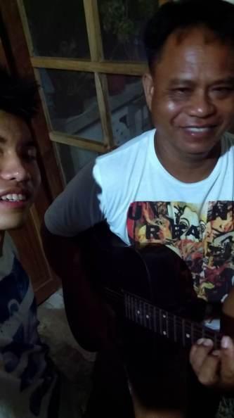 papa guitar 2